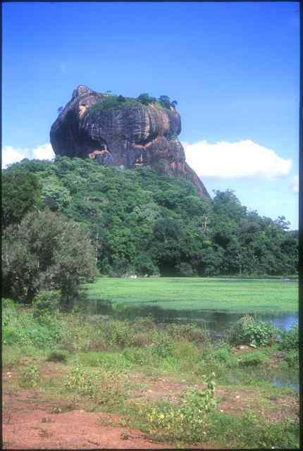 sigiriya_with_tank_in_foreground